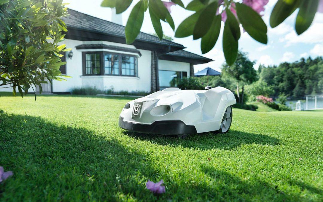 Tondeuse robot : pourquoi l'utiliser pour entretenir votre pelouse ?