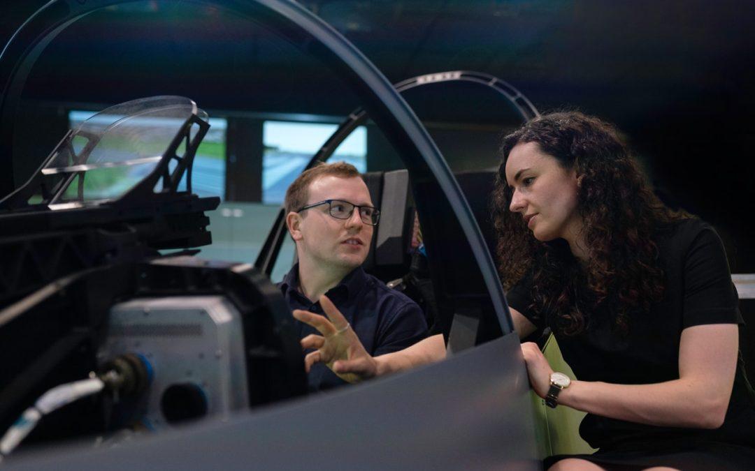 Voiture simulator : Avec des simulateurs de course, les conducteurs s'entraînent de manière réaliste