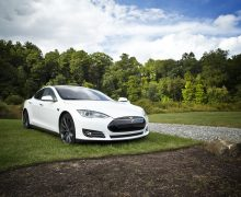 Pilote automatique Tesla et comment fonctionne le pilote automatique Tesla (2020)