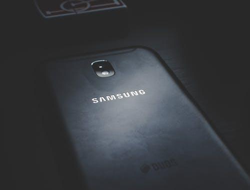 Samsung_montre_accidentellement_le_téléphone_pliable_avant_le_lancement_du_Galaxy_S10_